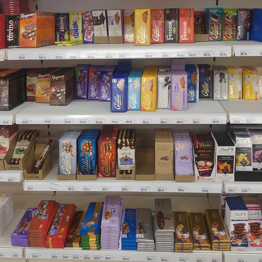 בסופרמרקט ב- Zinal אפשר להצטייד מחדש. השוקולדים מצויינים.