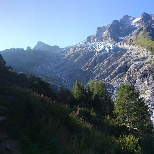 עולים למעבר ארפט  - ממול פיסגת Pointe des Ecandies והקרחון הגולש ממנה