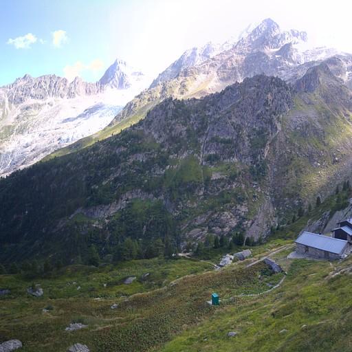 בקתת Chalet des Grands. נקודת פתיחה למעפילי קרחונים