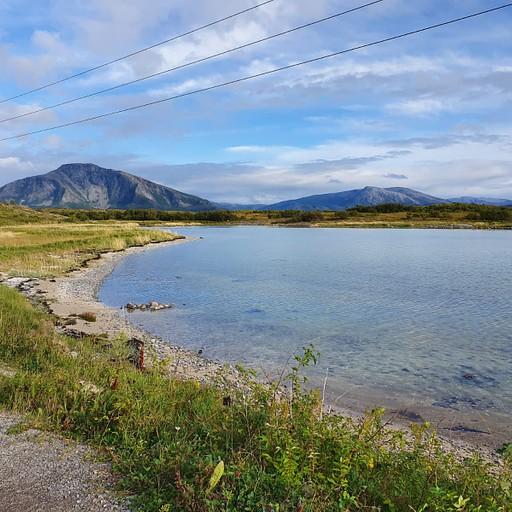 אגם יפה שהוא חלק מהמסלול של ההר