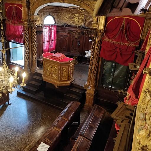 בית הכנסת העתיק בונציה - ניתן להיכנס מתוך המוזיאון