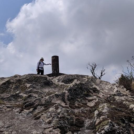 עמוד הבטון בפסגת הר דדזה