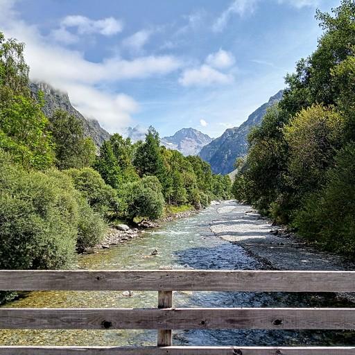 ההליכה מהכפר לה שאפל בעמק לוארך הנהר