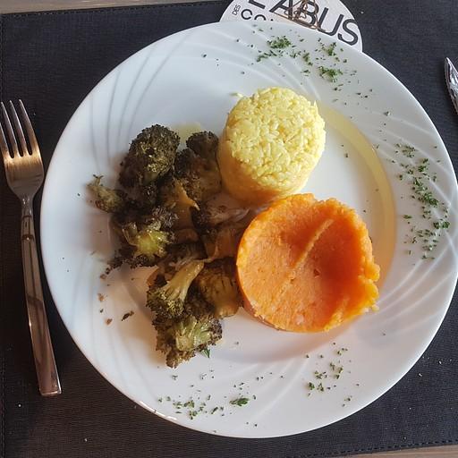 ארוחת הערב במלון - המנה העיקרית