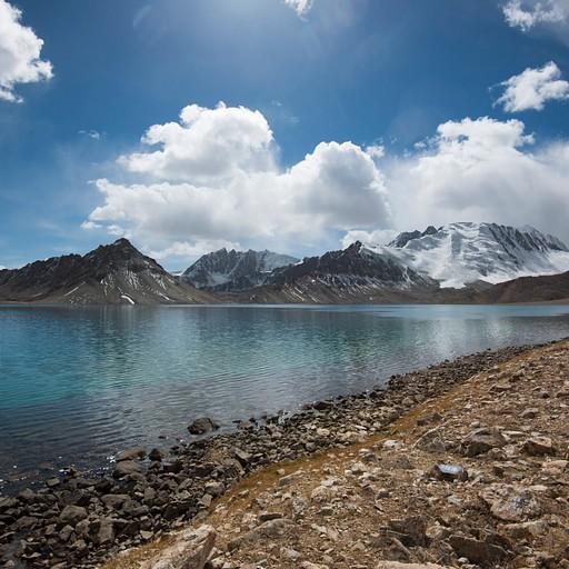 מקיפים את אגם צ׳פדר על הגדה הצפונית