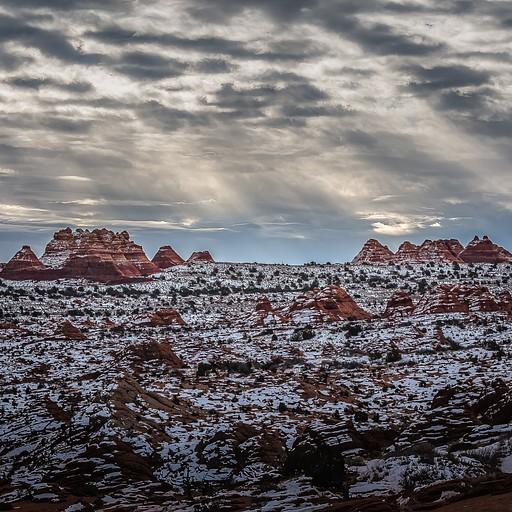 השילוב של השלג עם הסלעים האדומים פשוט מהמם