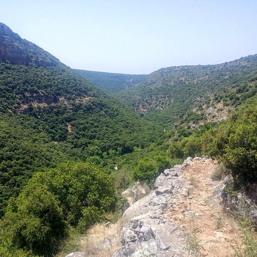 הנוף בדרך למערת המקדש