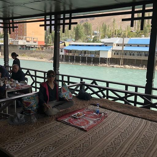 מסעדה יוקרתית במיוחד על הנהר בחורוג