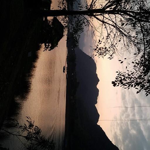 שקיעה על הנהר