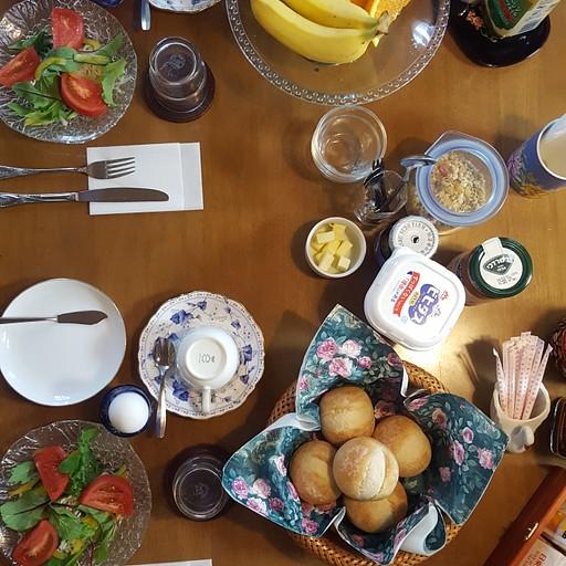 ארוחת בוקר ישראלית בבית שלום