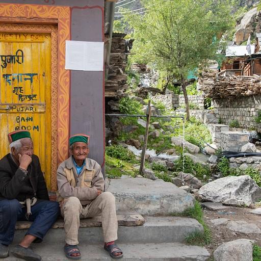2 מקומיים בכפר צ'יטקול