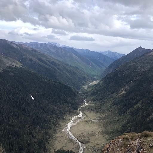 העמק המיוער בדרך לאמפיתאטרון