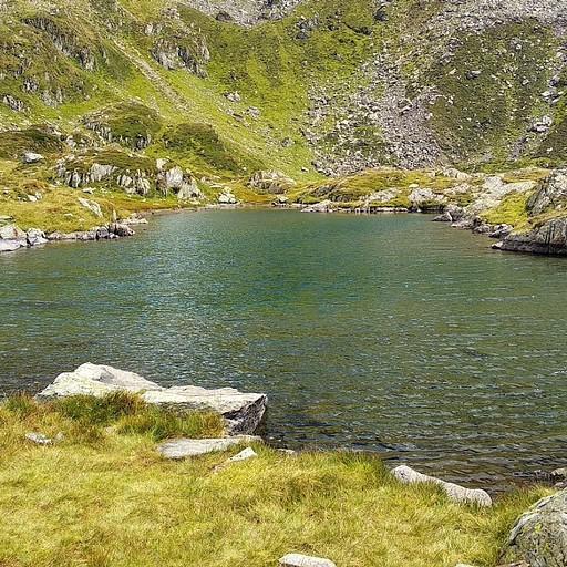 האגם ליד הביקתה Cabana Podragu