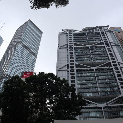 סיפרו גם על חשיבות הפאנג שוואי (Feng Shui) בבניינים בהונג קונג.