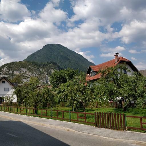 הכניסה לכפר
