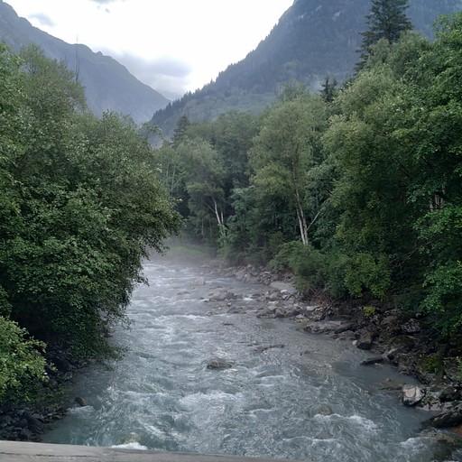 הנחל שעובר בVenosc. מפה עולים :)