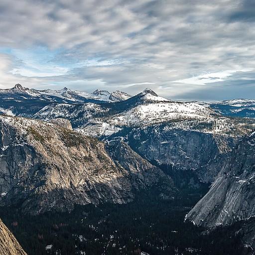 תצפית פנורמית מעל המפל אל עבר העמק