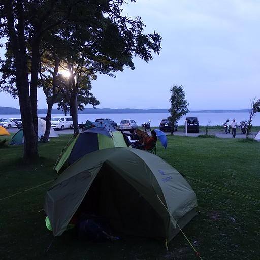 קמפינג על גדת אגם קוצ'רו
