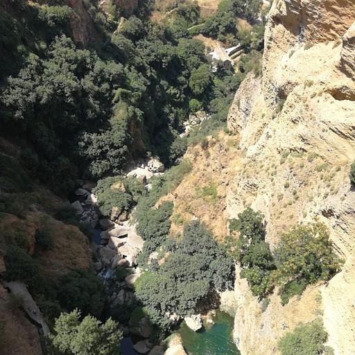רונדה. למטה עובר נחל גודאלוין  (Rio Guadalevin).