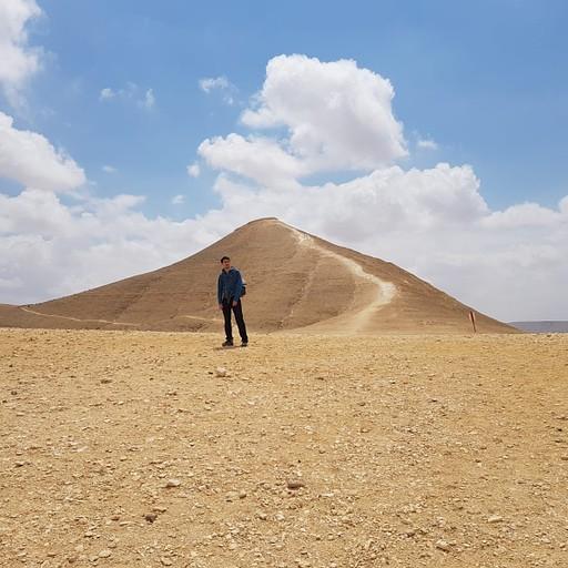 הר חוד עקב, להיצמד לשביל האדום המקיף את ההר משמאל או לטפס בשביל הירוק עד למעלה - למיטיבי לכת (15 דקות)