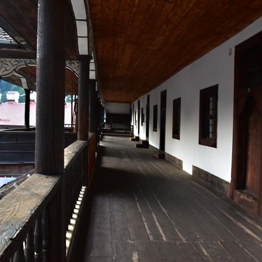 החדרים במנזר
