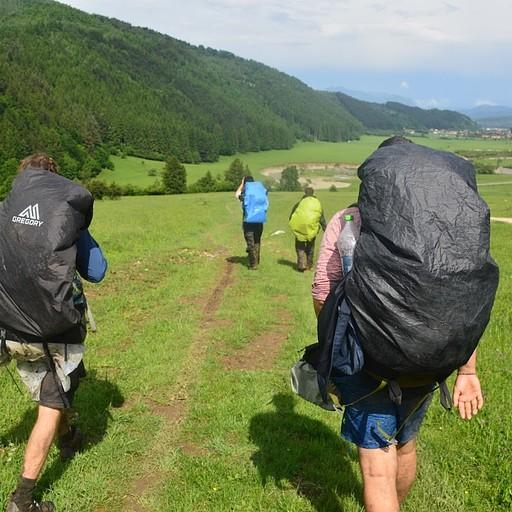 הולכים מבוצבצים ומרוצים בעמק קרפטורי אחרי הירידה