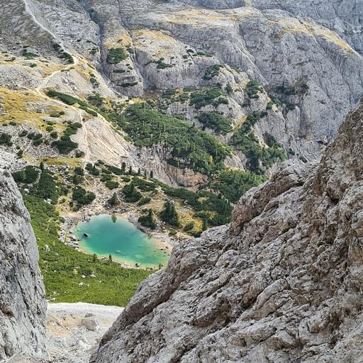 אגם לגזוי, ניתן לראות את שביל 20 מאחור שעולה לרפוחיו לגזוי