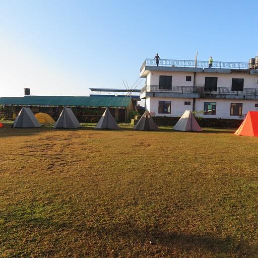מי שמעוניין אפשר גם לישון באוהל, שמשום מה העלות בו גבוהה יותר