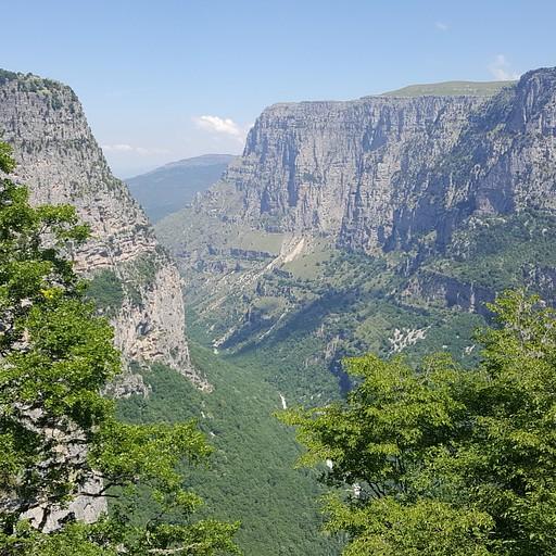 תצפית Oxya Viewpoint על קניון Vikos