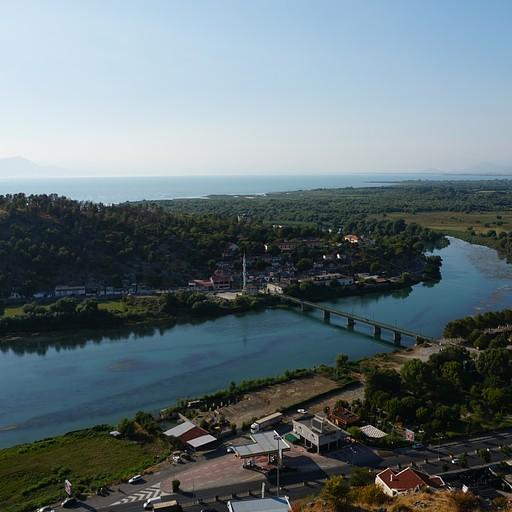 האגם והנהר בתצפית מטירת רוזפה