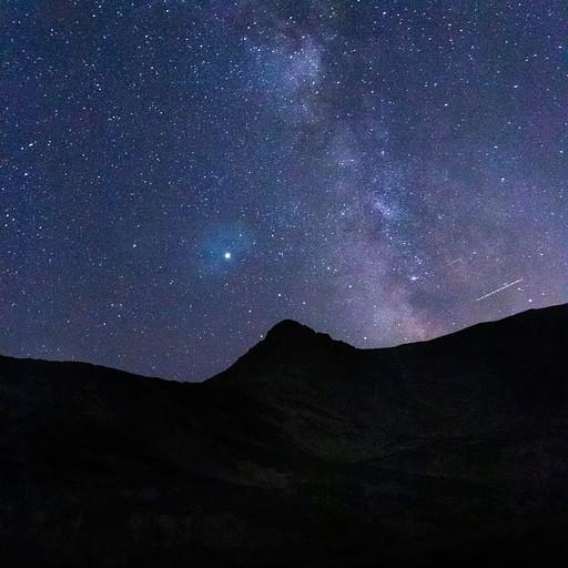 שביל החלב נראה בבירור בשמי הלילה החשוכים