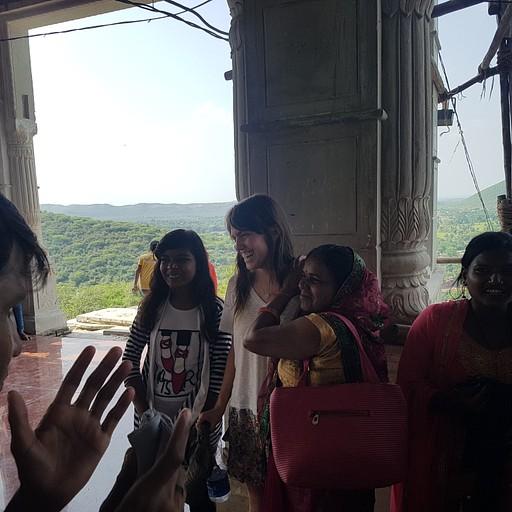 15 דקות התהילה במקדש Rameshwar Mahadev