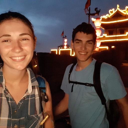 לא רואים בתמונה אבל אנחנו על אופניים, ומזיעים :)