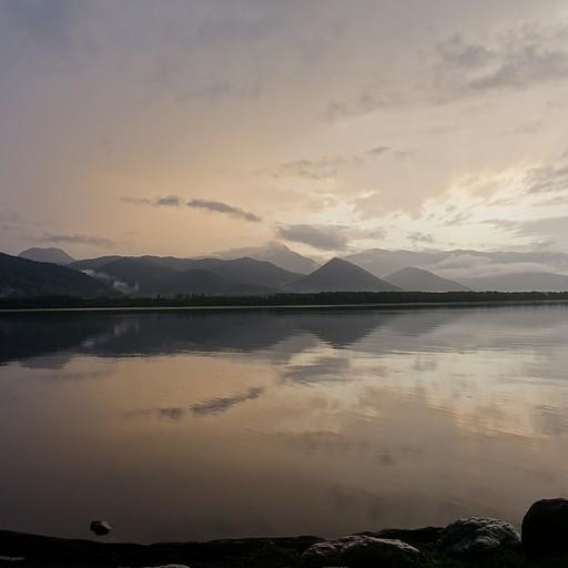 אונסן טבעי על גדת אגם קוסארו