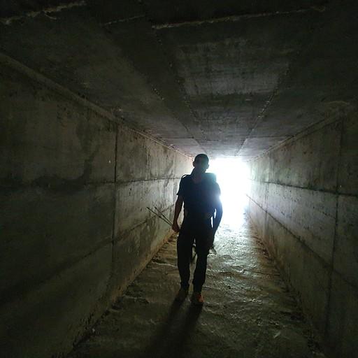 תיקים באפלה - מתחת מעבר הכביש בחניון הפיתול