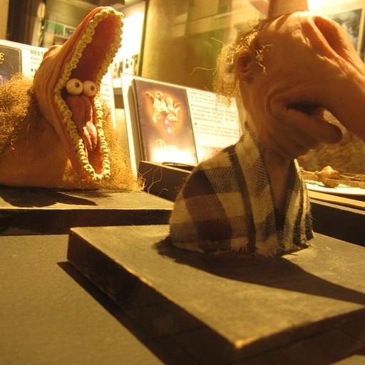 המסיכות מביטלג'וס! (במוזיאון המיניאטורות)