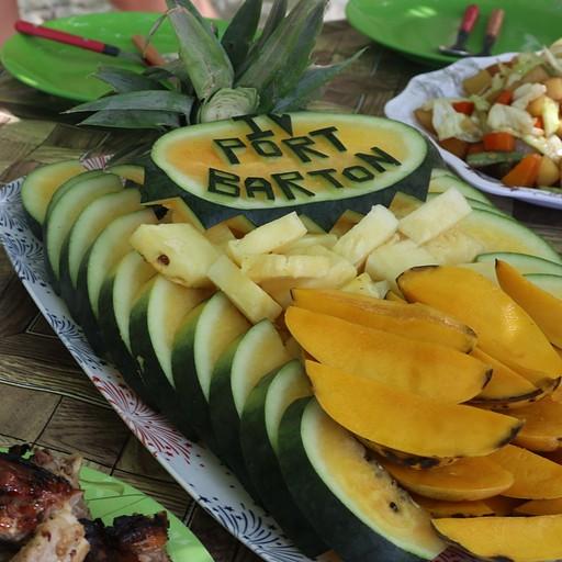 צלחת פירות וארוחת צהריים בפורט ברטון בטור של אדוארד