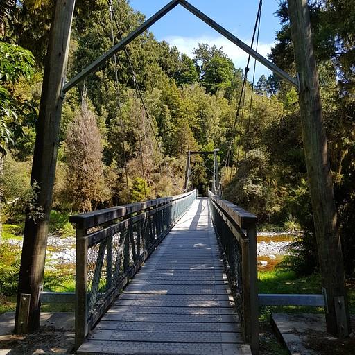 גשר תלוי קטן