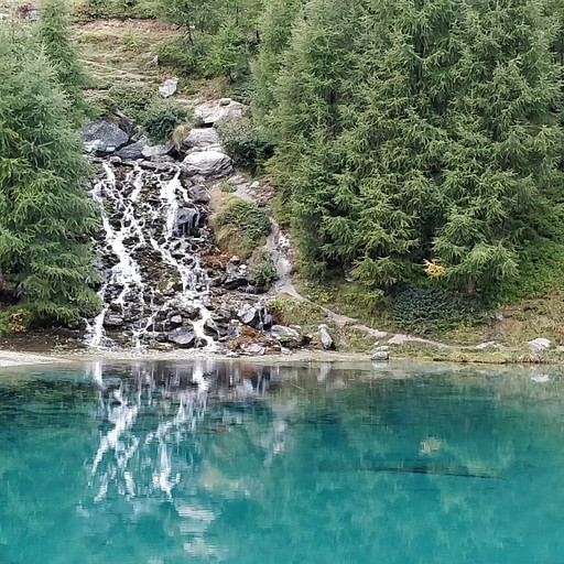 האגם הכחול למעלה