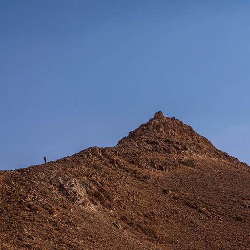 העליה לרכס של הר כרכום