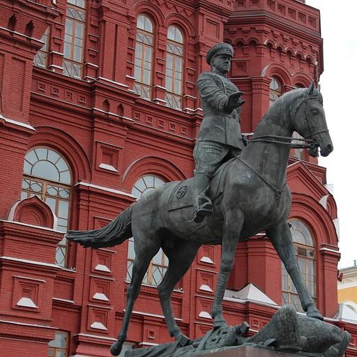 פסלו של מרשל ז'וקוב