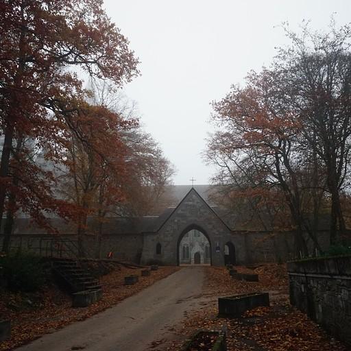 הכניסה למנזר Maredsous