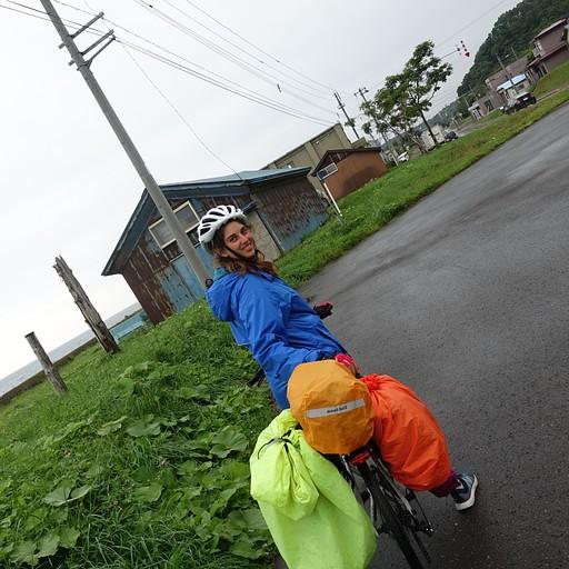 כיסויי תיק שהפכו לכיסוי שקיים נגד גשם