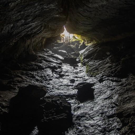 המערה מבפנים