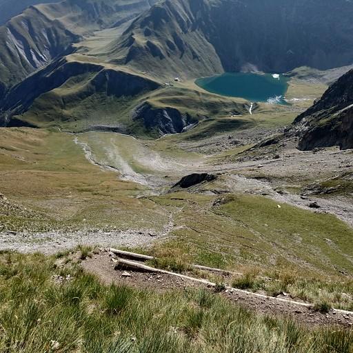 העליה לקול דה וואלון, מבט אחורה לאגם לה מוזלץ