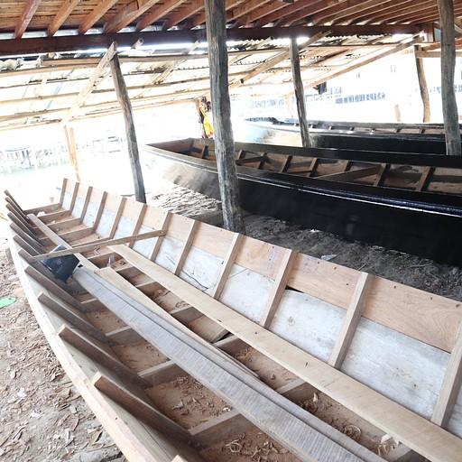 סירה בבנייה, הסירות משמשות לדייג ולתיירות