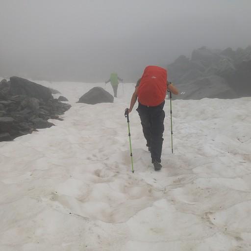 עולים על הקרחון לכוון Col de la Chaux