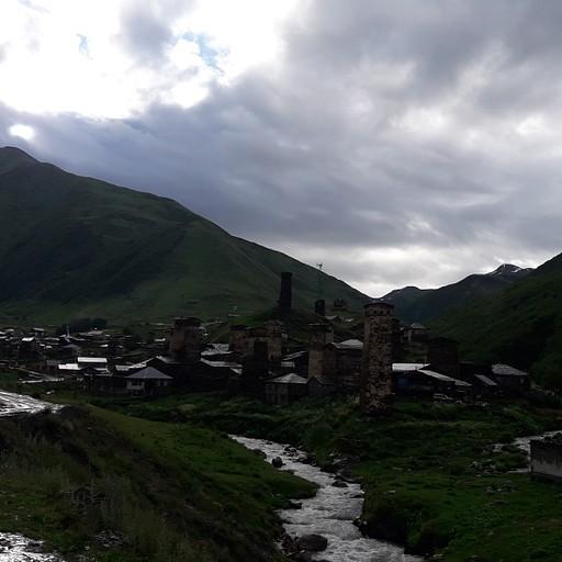 הכפר אושגולי - מבט מהדרך לכפר