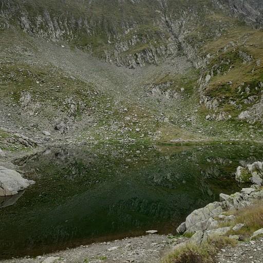 אגם שולי בדרך