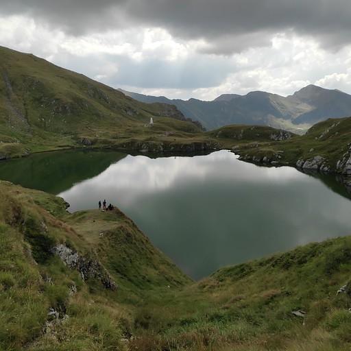 האגם השני להיום, מעל בלאה